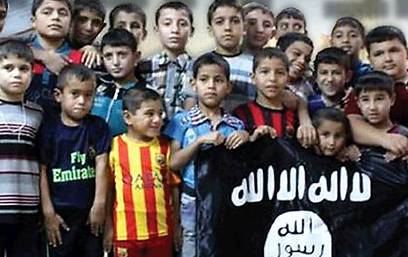 Children in Iraqi orphanage holding ISIS flag  (Photo: Getty Images)