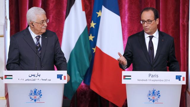 Palestnian President Mahmous Abbas meets with French President Francois Hollande (Photo: AFP/File)
