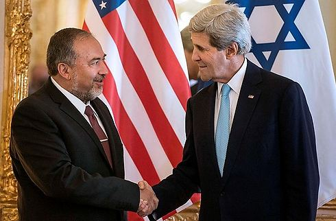 Lieberman meets with American counterpart John Kerry (Photo: AFP)