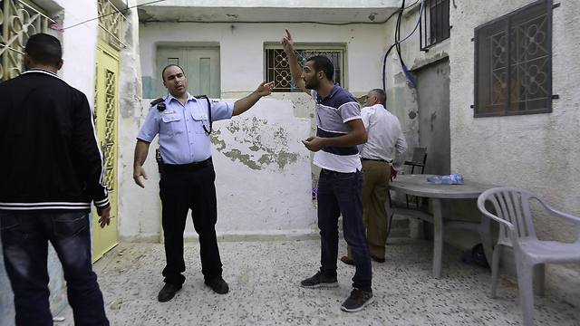 Silwan resident Mahmoud Qarain argues with Israeli police inside his cousin's home, which has been purchased by Jewish settlers (Photo: AP)
