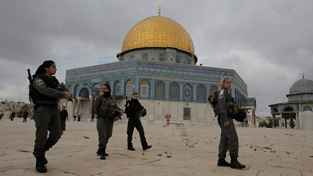 Security forces on Temple Mount. 'Why did it take the prime minister so long to say there is no intention of changing the status quo?' (Photo: Reuters)  (Photo: Reuters)