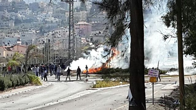 Clashes between rioters and police in Kafr Kanna. (Photo: Mohammed Shinawi)