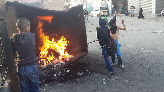 Arab children in East Jerusalem throw stones and set fires during protests. (Photo: Mohammed Shinawi)  (Photo: Mohammed Shinawi)