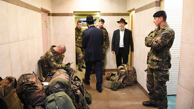 Security forces at Chabad house in France (Photo: Israel Bardugo) (Photo: Israel Bardugo)