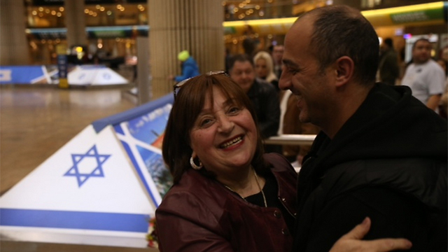 New olim from France arrive in Israel (Photo: Motti Kimchi)