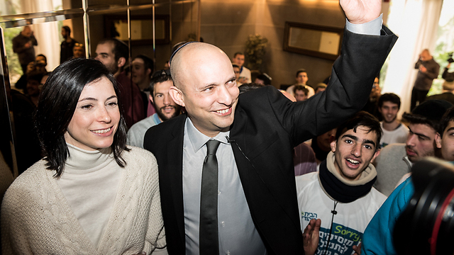Bennett with wife at Bayit Yehudi event (Photo: Gur Dotan)