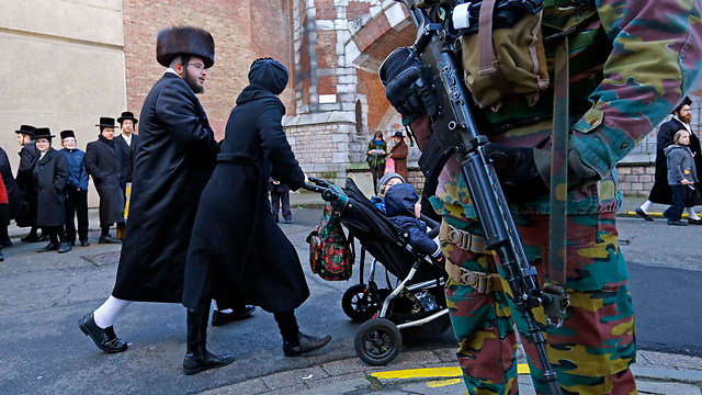 A Belgian guard outside a Jewish school in Antwerp. 'Many Jews have started to raise questions, especially about the future of their children' (Photo: Reuters) (Photo: Reuters)
