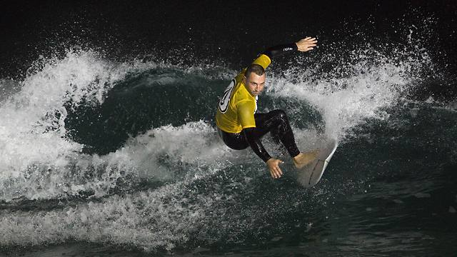 Night surfing competition in Ashdod (Photo: Reuters)