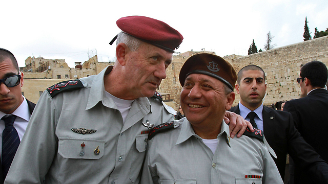 Benny Gantz (L) and Gadi Eisenkot at their transition ceremony at the Western Wall (Photo: AFP)