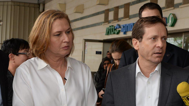 Livni and Herzog at Saroka Medical Center. (Photo: Herzel Yosef)
