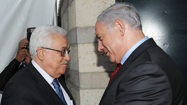 The prisoner release was an Israeli gesture from Prime Minister Netanyahu (R) to Palestinian President Abbas (Photo: Amos Ben Gershom/GPO)