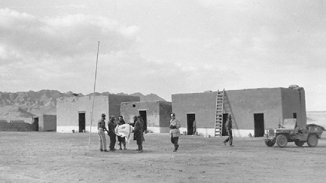 Hanging flag in Umm Rashrash, where Eilat was later built (Photo: Micha Perry, IDF Archives Ministry of Defense) (Photo: Micha Perry, IDF Archives Ministry of Defense)