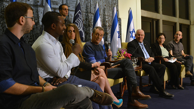Rivlin meets with citizens reluctant to vote (Photo: Kobi Gideon, GPO)