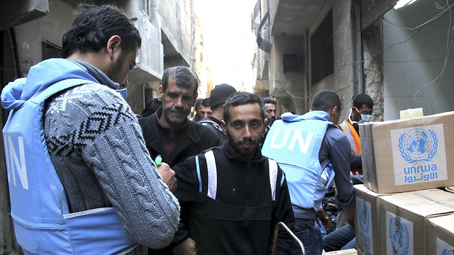 UN workers provide aid at Yarmouk refugee camp in Syria. (Photo: Reuters)