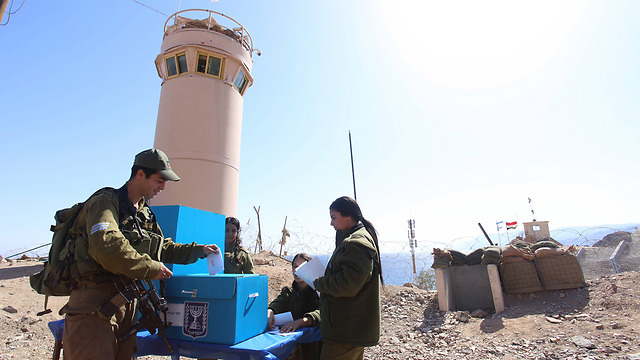 IDF soldiers vote in southern Israel. (Photo: IDF Spokesman's Unit)