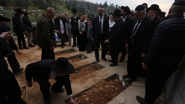Mourners at the graves of the Sassoon children. (Photo: Gil Yohanan)