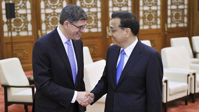 US Treasury Secretary Jack Lew (L) shakes hands with Chinese Premier Li Keqiang before a meeting in Beijing March on 30 (Photo: Reuters)