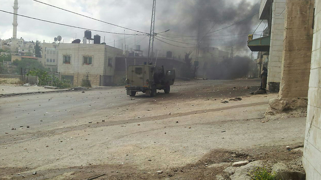 IDF vehicle in Beit Omar (Photo: 24/7 News)