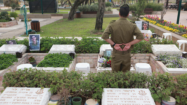 Military cemetery in Tel Aviv. We don't have any more tears to spare (Photo: Yaron Brener)