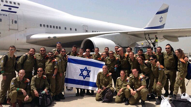 IDF team prepares to board (Photo: Yoav Zitun)