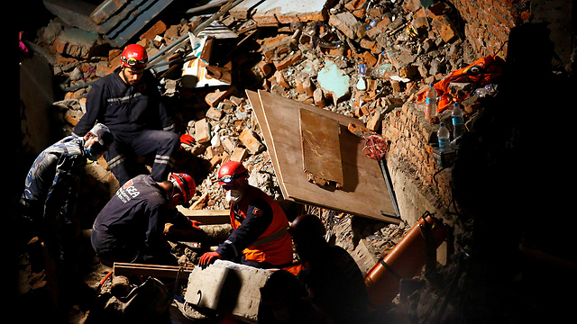 Death toll crosses 4,300 in Nepal (Photo: Reuters)