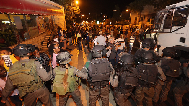 Police forces face Israeli Ethiopian protesters in Jerusalem (Photo: Gil Yohanan)