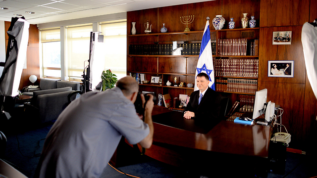 Knesset Speaker Yuli Edelstein in front of the camera (Photo: GPO)