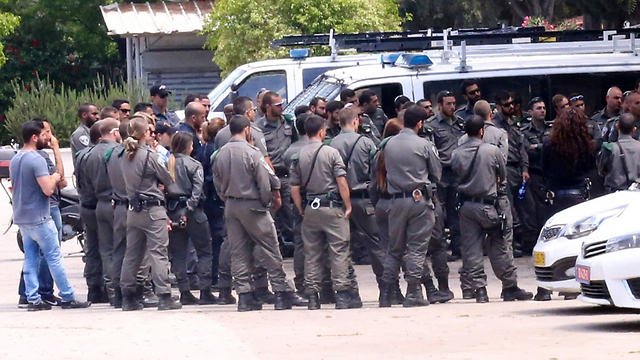 Large police forces prepare for protest (Photo: Motti Kimchi)