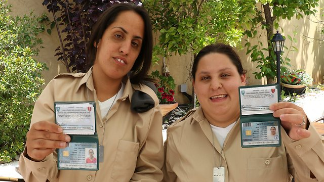 Proud soldiers: Tsofit, left, and Mor, right. (Photo: Shaul Golan)