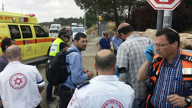 MDA paramedics at scene of car crash (Photo: Gush Etzion Regional Council)