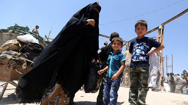 Ramadi residents who fled their homes after the Iraqi city was conquered by ISIS (Photo: EPA)