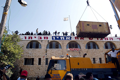 Settlers protest during the evacuation of Sa-Nur (Photo: Michael Kremer)