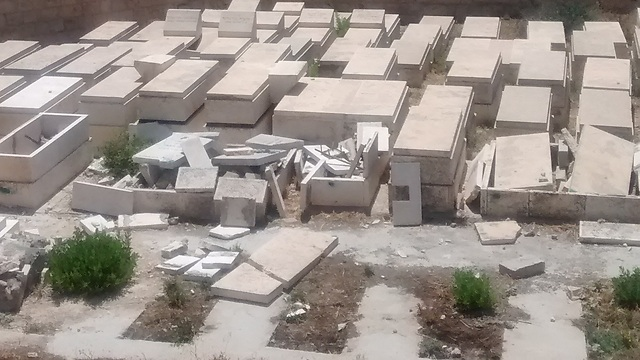 Destroyed tombstones in the Afghanistan Jewish section of the Mount of Olives cemetery (Photo: Tazpit)