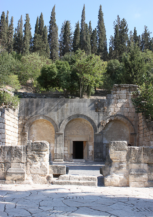 Entrance of the Cave of Coffins, Beit She'arim National Park (Photo: Israel Nature and Parks Authority)