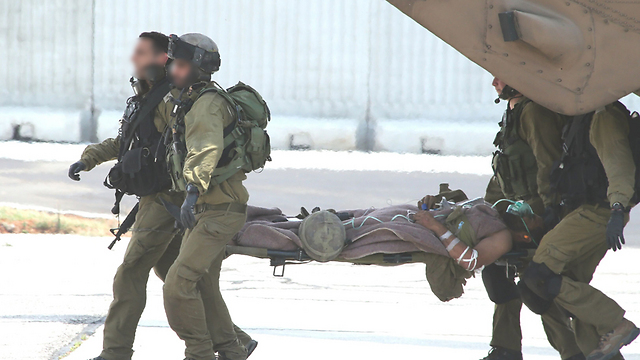 Wounded soldiers being evacuated during Operation Protective Edge (Photo: Yariv Cohen)