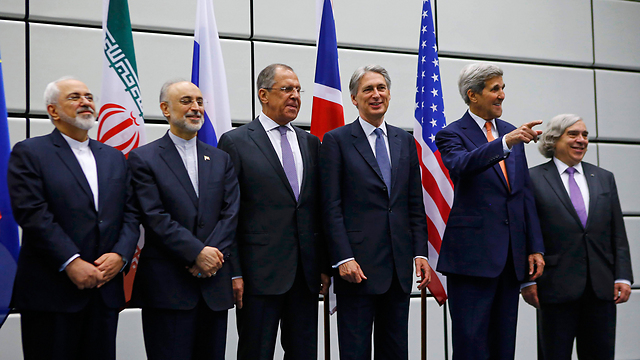 The Foreign Ministers before the announcment (Photo: AP)