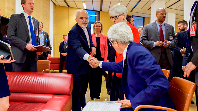 American and Iranian foreign ministers shake hands in Vienna. The representatives of the leading Western states should have demanded that the Iranian regime adopt the Arab League's peace initiative as an inseparable part of the nuclear agreement (Photo: Reuters)