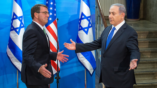 Ashton Carter greets Prime Minister Netanyahu during his recent visit to Israel. (Photo: Emil Selman) (Photo: Emil Selman)