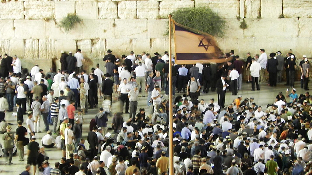 Prayers at the Western Wall for Tisha B'Av (Photo: Ziv Reinstein)
