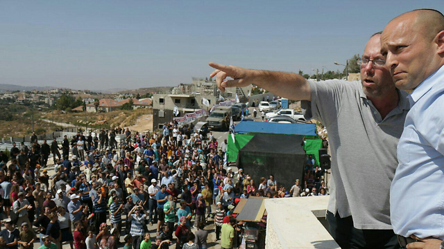 Minister Naftali Bennett in Beit El (Photo: Hillel Meir, Tazpit)   (Photo: Tazpit News Agency)