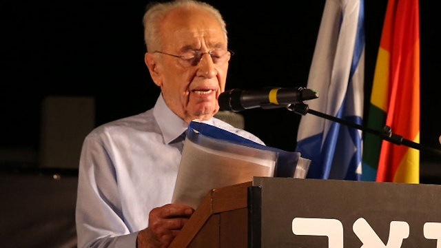Former president Peres speaking at Meir Park in Tel Aviv (Photo: Motti Kimchi)