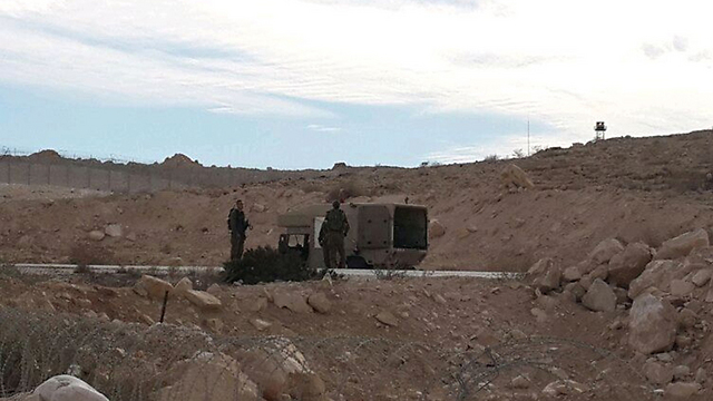 Investigation being carried out on the Israel-Egypt border (Photo: Yoav Zitun)