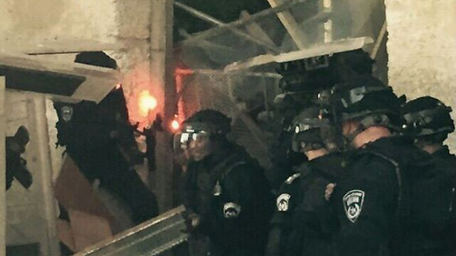 Police attacked with fireworks on the temple mount (Photo: Israel Police)