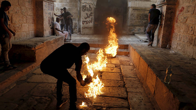 Young man with Molotov cocktail in Jerusalem (Photo: Reuters)