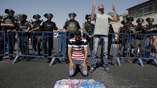 Israeli security forces look on during Friday prayers (Photo: AFP)