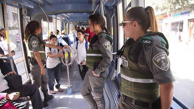 Border Police on Jerusalem's light rail (Photo: Moti Kimchi)