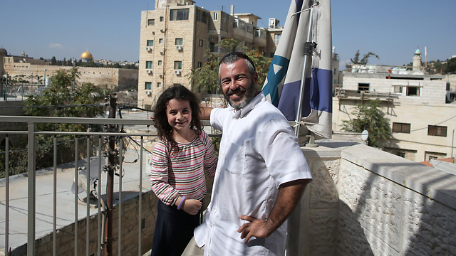 Yishai Fleischer and his daughter in Ma'ale Zetim 'fighting for the unity of Jerusalem' (Photo: Amit Shavi)