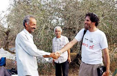 Rabbi Ascherman with Palestinian farmers. He devotes his life to defending Palestinian rights, but he also has a lot of good things to say about the IDF (Photo: Dalit Shacham)