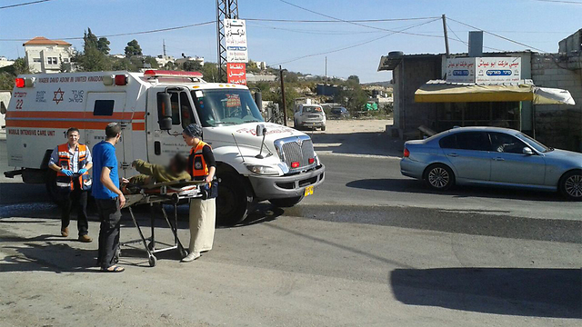 The scene of the attack at the entrance to Beit Ummar (Photo: United Hatzalah)