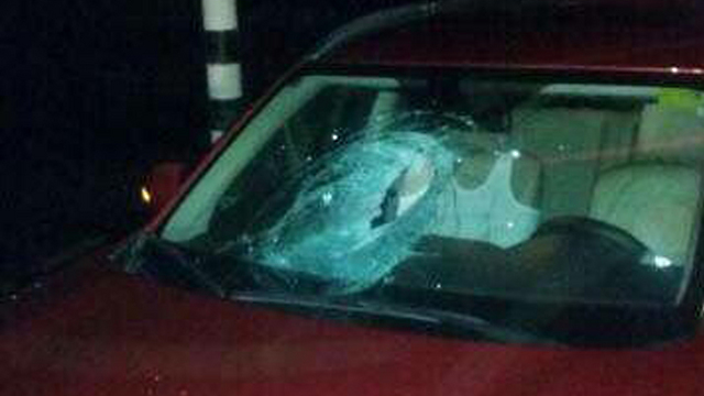 The car's shattered windshield (Photo: TPS)